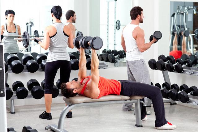 Jak trenować na siłowni